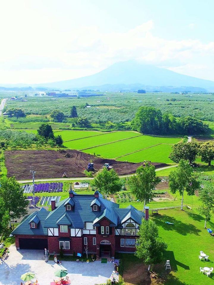 英国貴族の館 空からの風景 アグリインホリデーと岩木山
